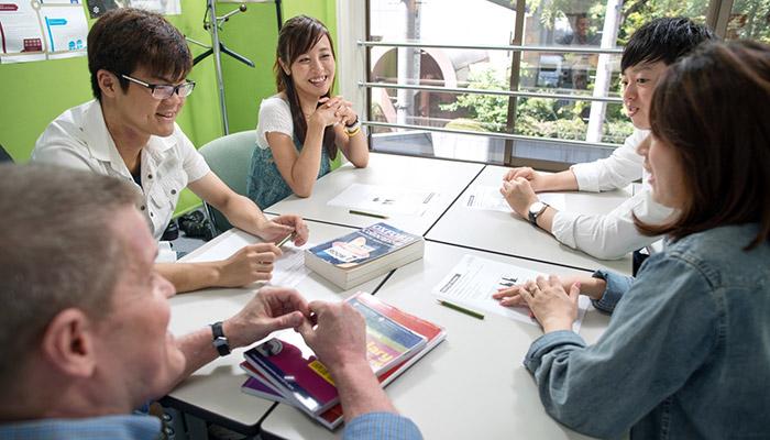 大阪のイギリス英語学校でIELTSの試験対策をプロの講師から受けられる