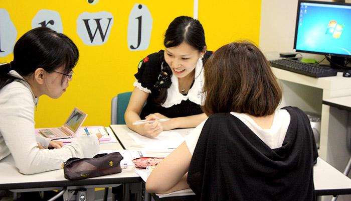 留学準備コースを大阪梅田で受講している様子