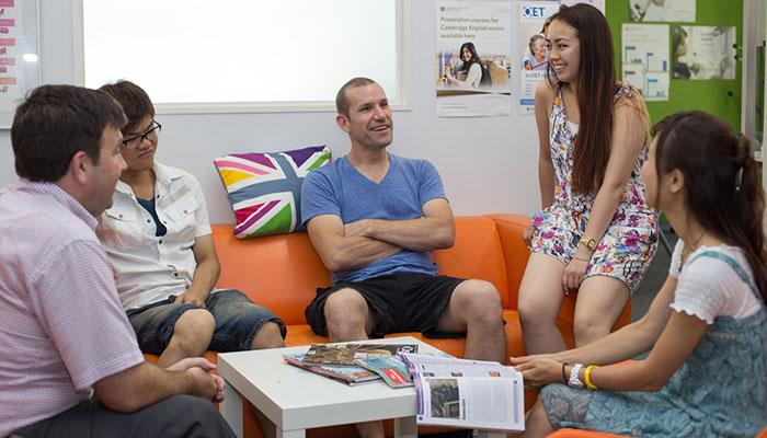 資格を持ったネィティブ講師から学べる英語学校のアットホームな雰囲気