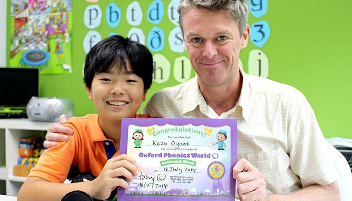 大阪で質の高い子供英語レッスンが学べるUKPLUSでコースを終えたかずひさくん