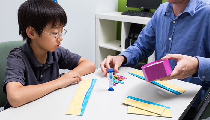 小学生から英語の読み書きも学べる英語学校UKPLUSOsakaの授業風景
