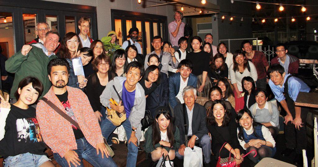 イギリス英語学校の7周年パーティ集合 梅田